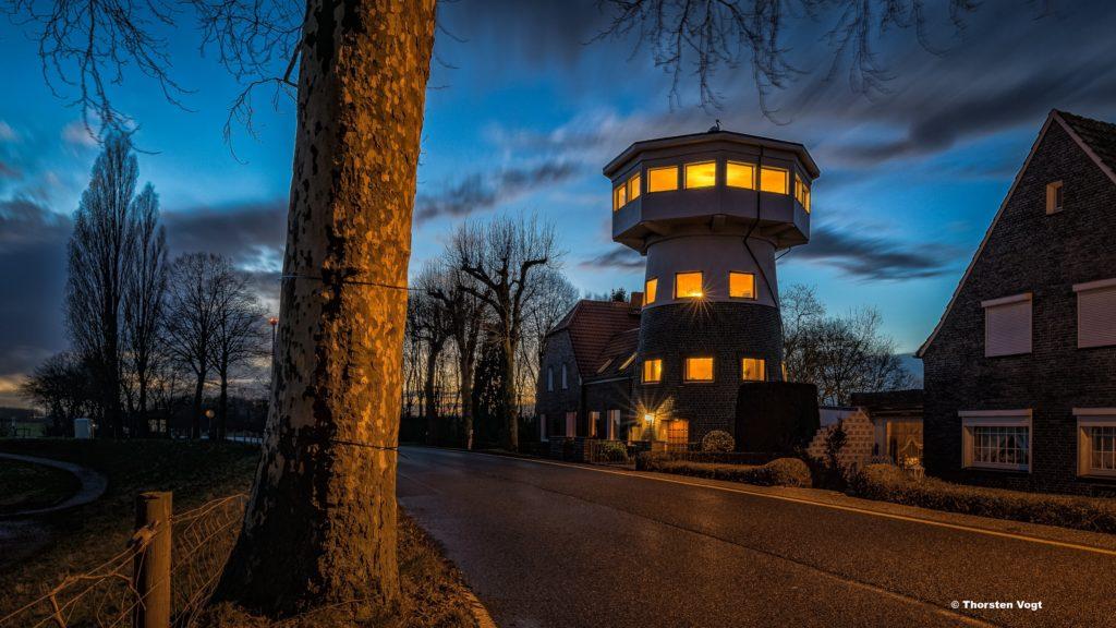 Das Bild zeigt den ehemaligen Aussichtsturm Haus Storchennest in Götterswickerhamm