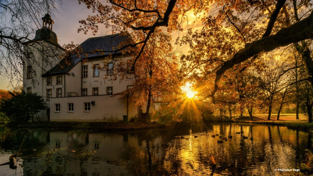 Das Bild zeigt das Wasserschloss Haus Voerde im Winter