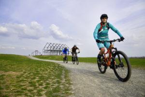 Mountainbiker auf der Halde Norddeutschland